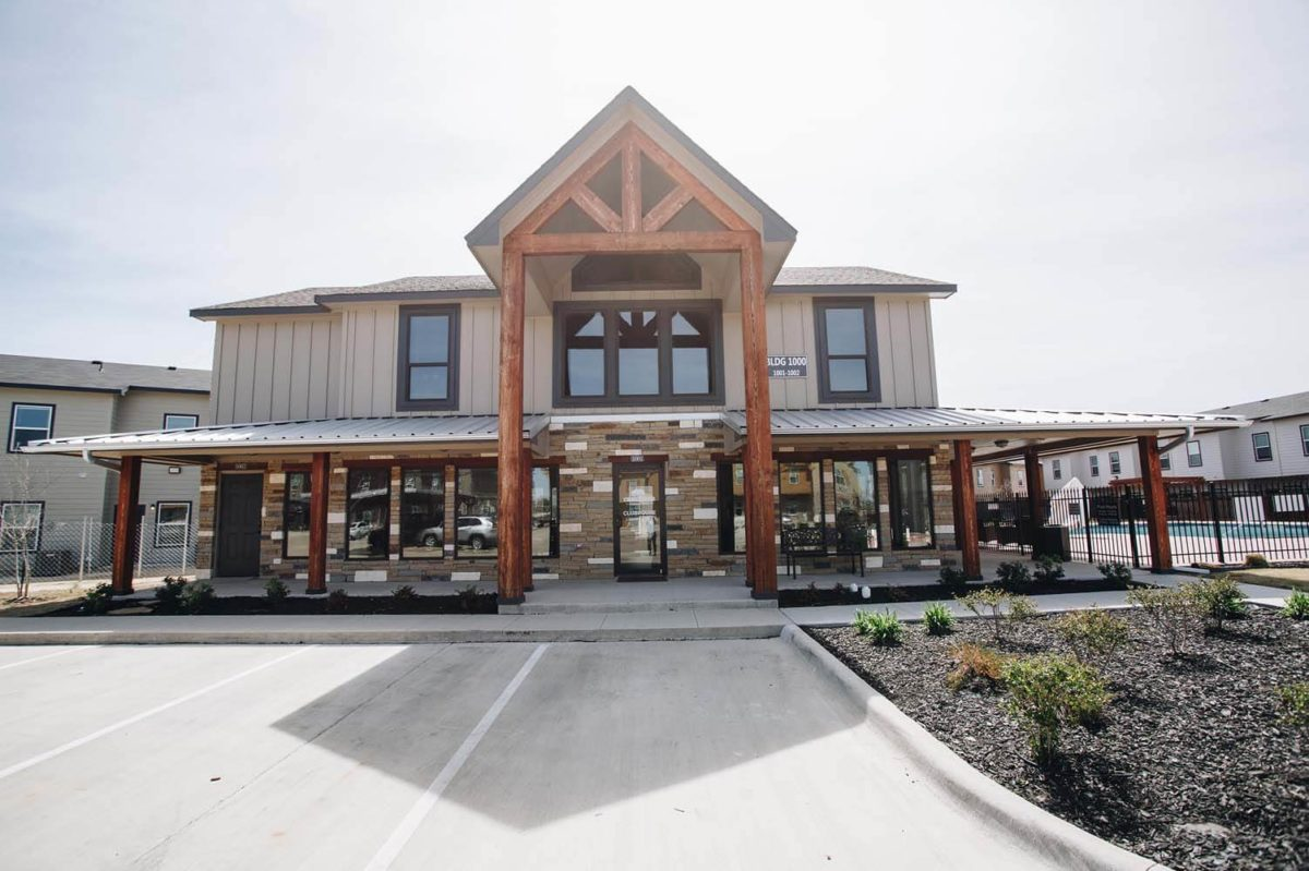 a picture of the clubhouse at creekside townhomes